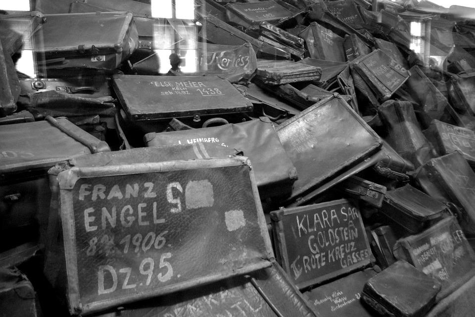 Les valises des Juifs arrivées au campement d'Auschwitz